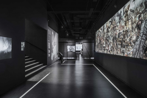 Kobas Laksa, Das Ende des Traums/Koniec marzeń, Stettin'45, 2015, cyfrowy montaż fotograficzny, panorama (fot. Michał Wojtarowicz)