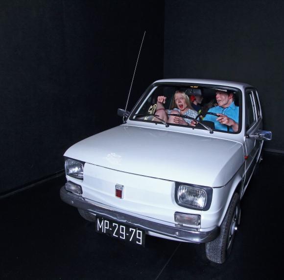 Tomasz Mróz, Chcesz cukierka, idź do Gierka 2015, rzeźba silikonowa, Fiat 126p