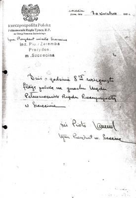 30 kwietnia 1945 roku o godz. 8.15 na budynku Urzędu Pełnomocnika Rządu Tymczasowego Rzeczypospolitej Polskiej w Szczecinie zawisła polska flaga. Archiwum Państwowe w Szczecinie.