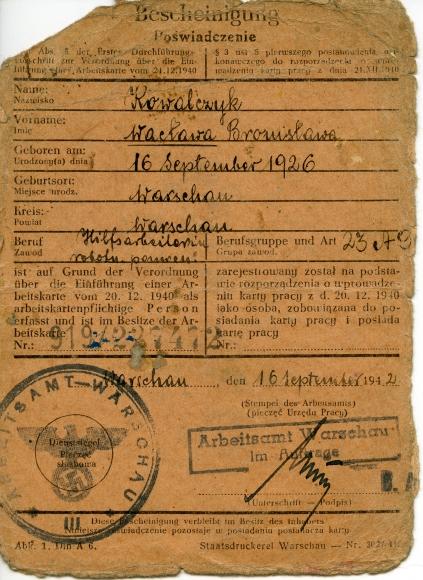 Karta pracy wydana przez urząd pracy w okupowanej Warszawie, 1942. Muzeum Narodowe w Szczecinie, ze zbiorów Krzysztofa Nowakowskiego.