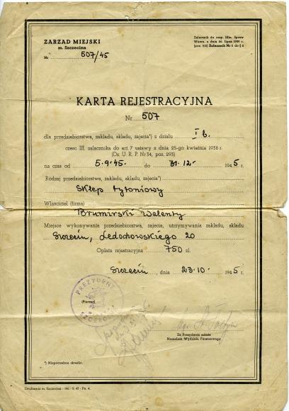 Karta rejestracyjna sklepu tytoniowego, Szczecin 1945. Muzeum Narodowe w Szczecinie. Ze zbiorów Jana Pawła Brumirskiego.