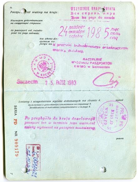 """Sposobem na pozbycie się opozycjonistów było """"umożliwienie im emigracji"""". Akcję """"zachęcania"""" internowanych do wyjazdu z kraju rozpoczęto w marcu 1983 r. Ci, którzy ulegli namowom SB, otrzymywali """"paszport w jedną stronę"""", bez prawa powrotu do Polski. Ze zbiorów Wiesława Barzyka"""