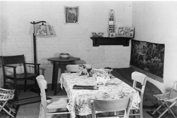 Zdjęcia pomieszczeń jednego ze schronów przy ul. Teofila Starzyńskiego w Szczecinie. Muzeum Narodowe w Szczecinie