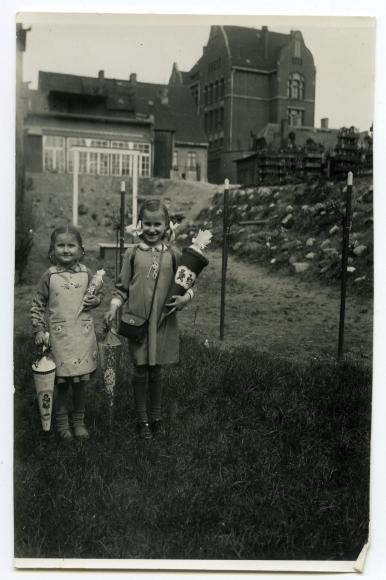 Pierwszy dzień szkoły. Zdjęcia z niemieckiego albumu rodzinnego znalezionego  w jednej z kamienic na Niebuszewie. Muzeum Narodowe w Szczecinie